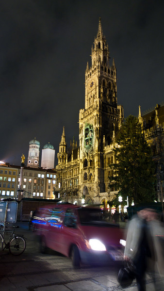 "Marienplatz  at night - <a href=""http://en.wikipedia.org/wiki/Marienplatz"">http://en.wikipedia.org/wiki/Marienplatz</a>"