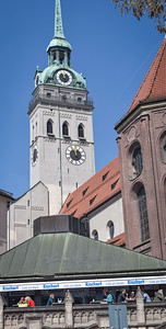 Viktualienmarkt: St. Peter's Church and Petersplatz
