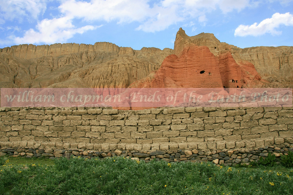 Ref cliffs above Drakmaar village- Mustang