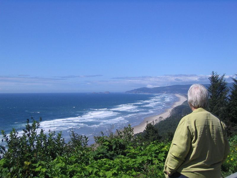 Mom overlooking Oregon beach