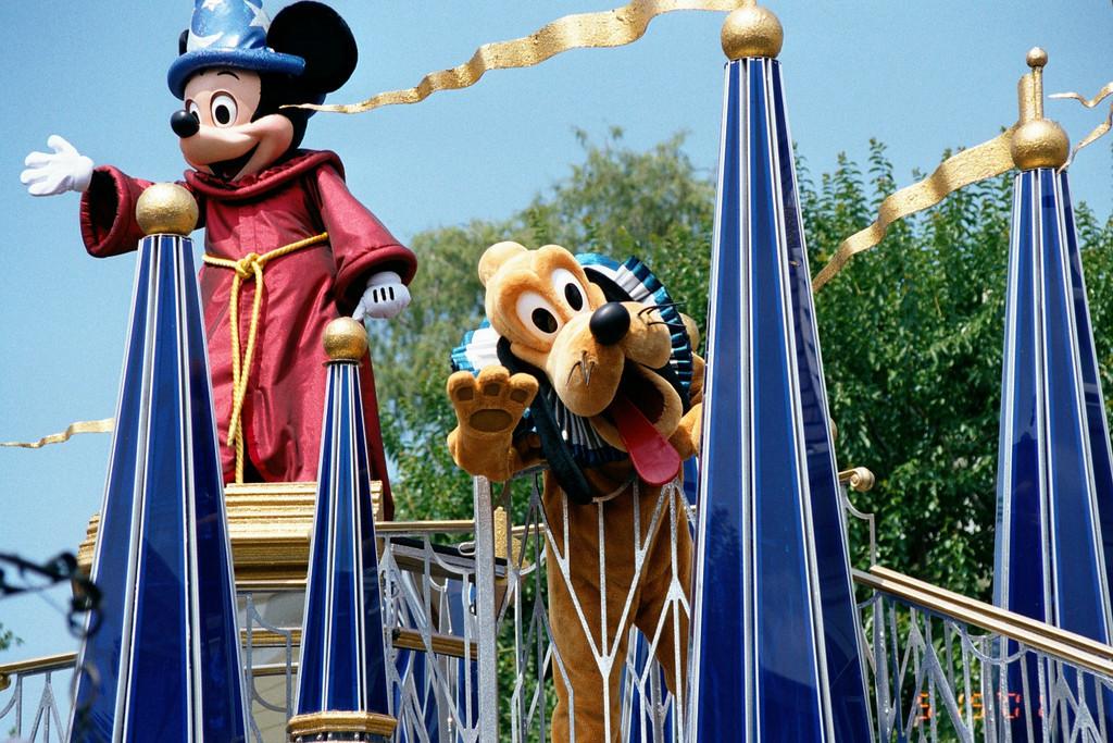 """May 2001 <a href""""http://adejoie.smugmug.com/gallery/407157_ECyHD"""">Disney</a>"""