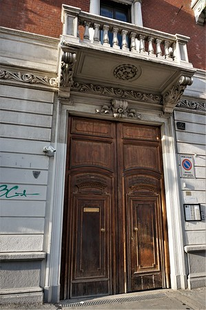 Very unasuming front door
