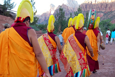 zion-monks-heading-to-river108