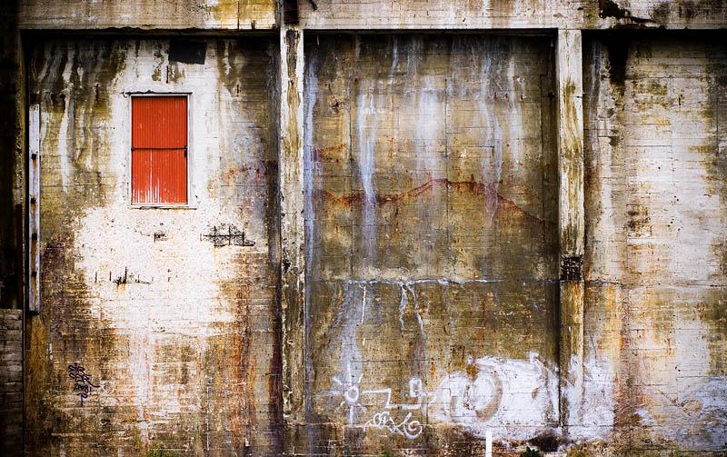 """""""The Wall"""" - V"""