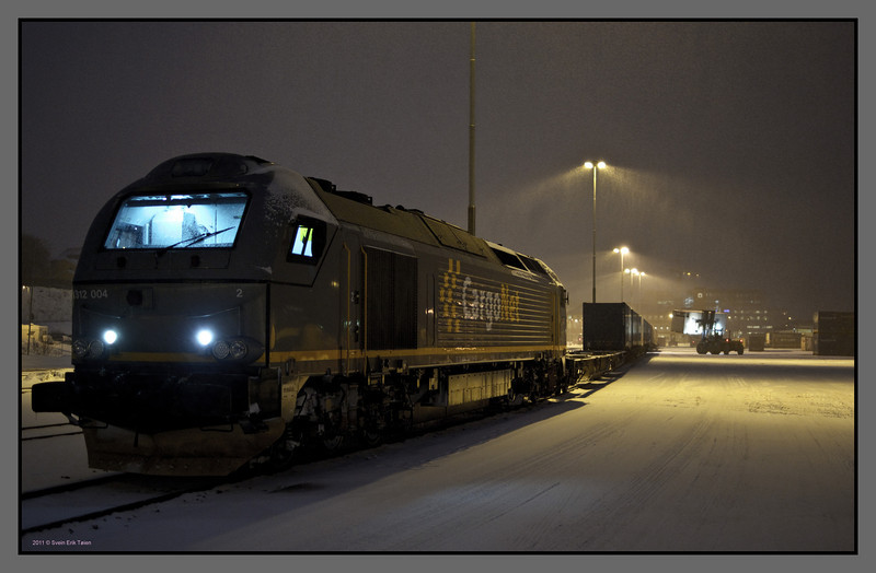 Loading up I<br /> Freight train at Bodø railway station