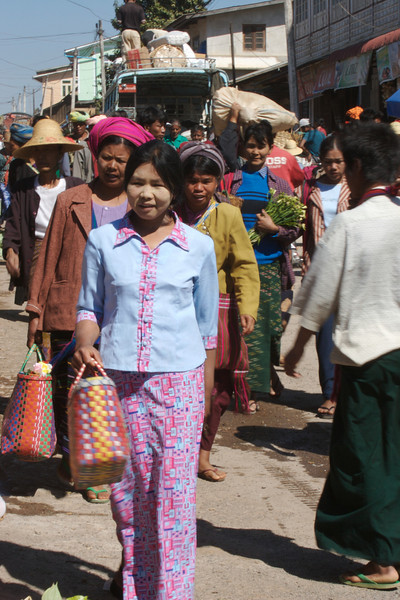 Ladies shopping at Market at Aung Ban