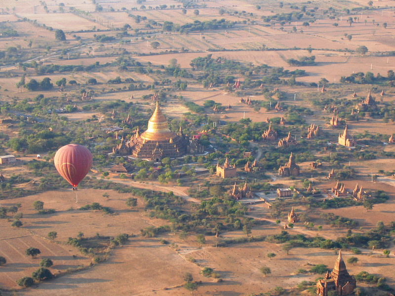 Getting ready to land near Dhammayazika Pagoda, Bagan
