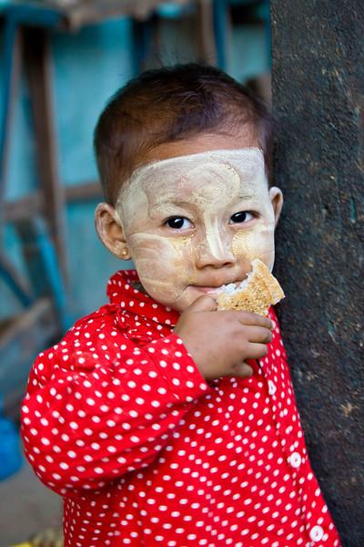Daily Market-Thanakha Bark Used as Sunscreen