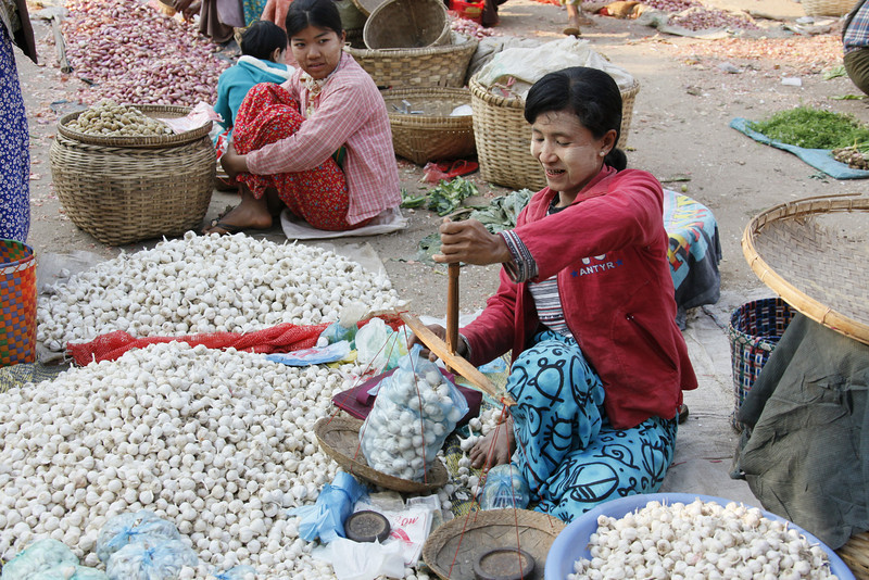 Daily Market-Weighing Onions