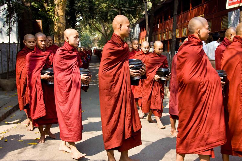 Monks at Mahagandhayon Monastery, Lunch