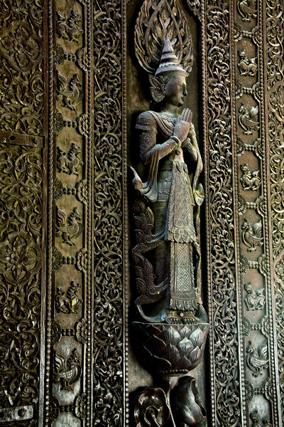 """250 Year-old Teak Woodcarving at """"World's Biggest Book"""" Monastery"""