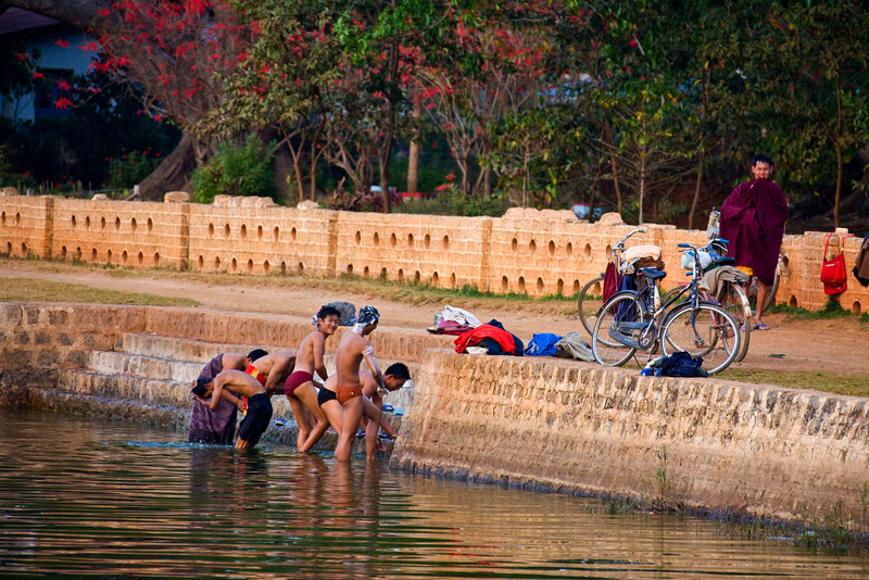 Bathing in Butaloke Lake in Pindaya