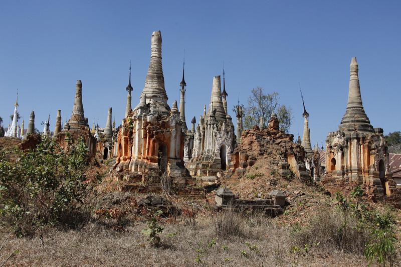 Thaung Tho Kyaung Stupas
