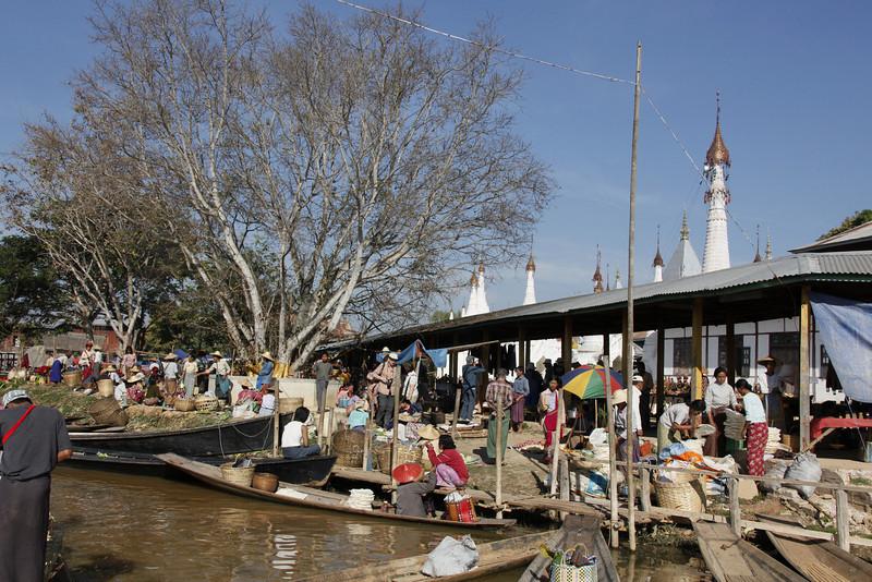 Sunday Market at Village of Kyaing Kan on Inle Lake
