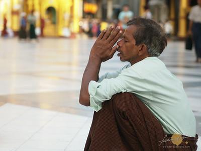 Shwedagon Pagoda Praying