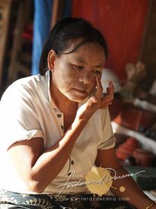 Shwezigon Paya Putting Thanaka
