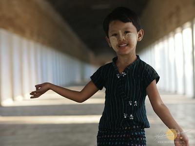 Shwezigon Paya Young Burmese Dancing