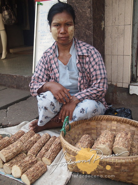 Thanaka street vendor