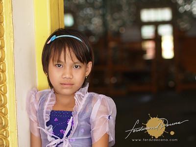 Botahtaung Pagoda Young Girl