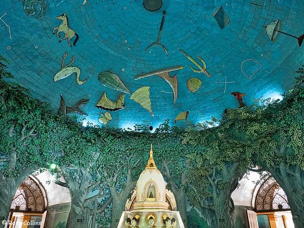Maha Wizaya Pagoda, Yangon, Myanmar, 31 October 2015