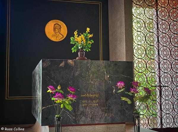 Thakin Kodaw Hmaing Mausoleum, Yangon, Myanmar, 31 October 2015