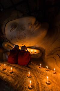 Spiritual Moments at the Shinbinthalyaung reclining Buddha next to the Shwesandaw Pagoda