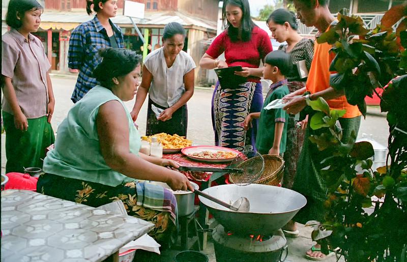 Myanmar Naungshwe Market 319