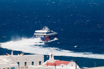 Seajet leaving Mykonos