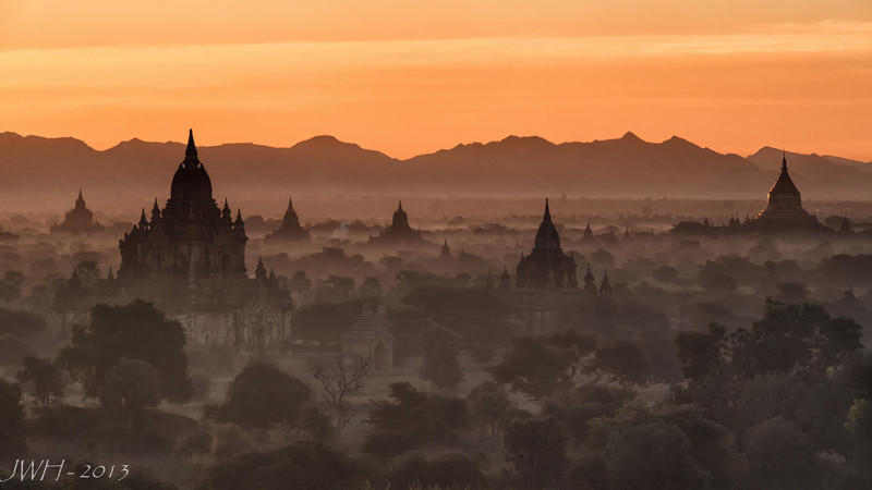 Bagan New Years day early morning....Here comes the sun!