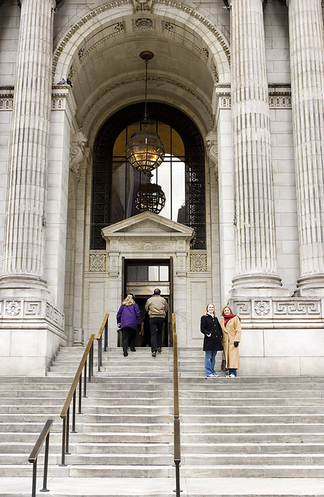 ENTRANCE TO NEW YORK PUBLIC LIBRARY