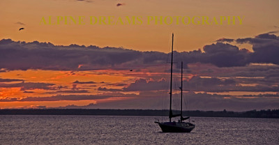 SUNDOWN-SAILBOAT-1