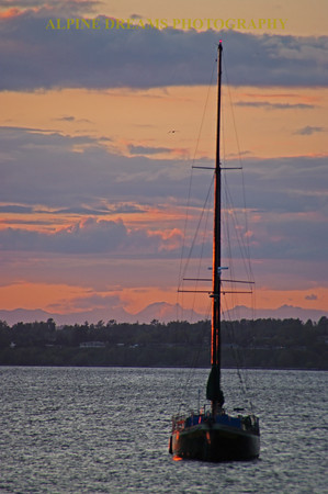 PINK-SKY-and-SAILBOAT