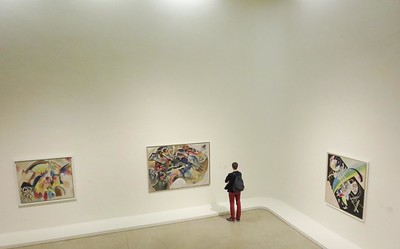 A quiet moment in the Kandinsky gallery