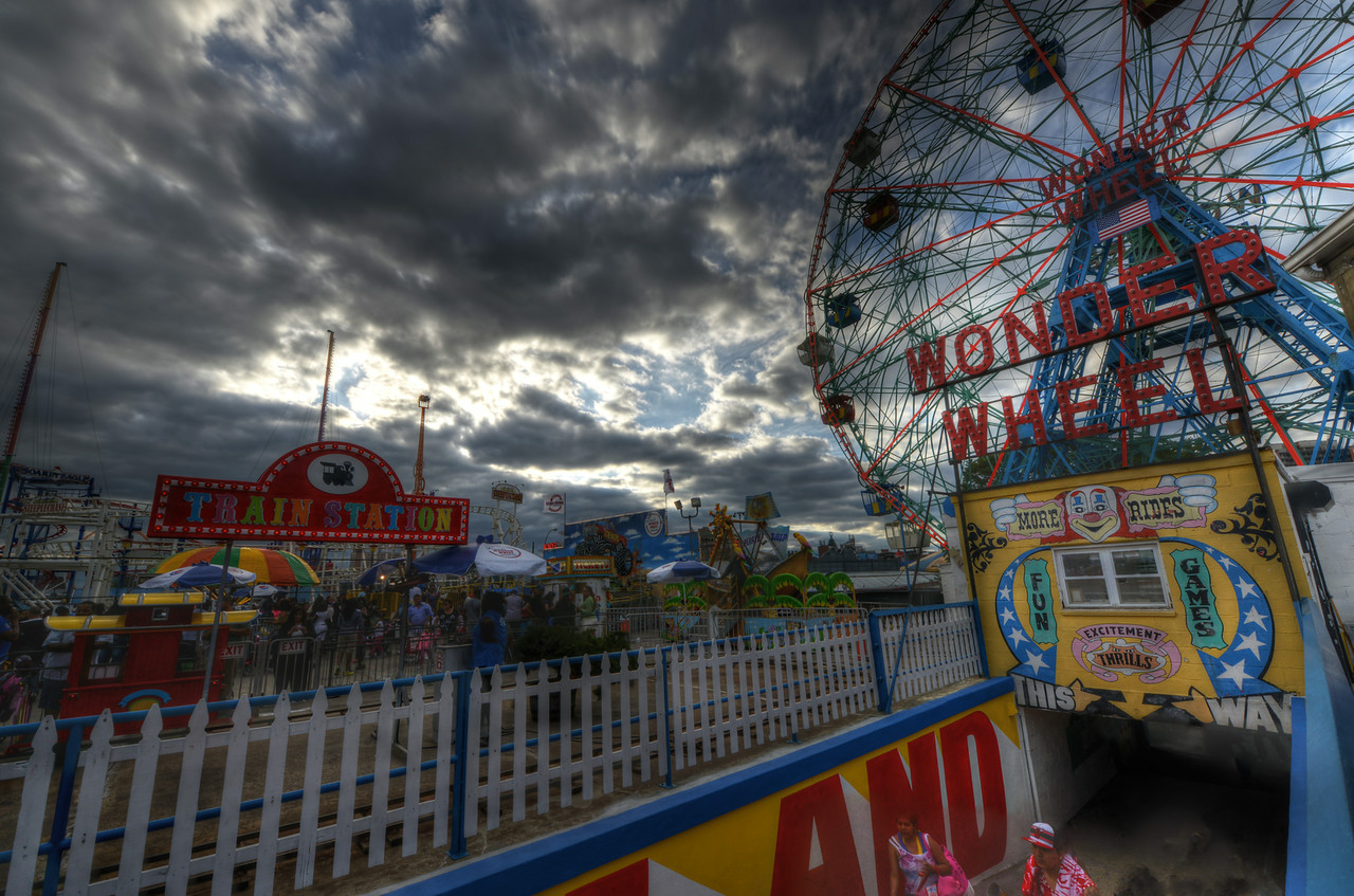 Deno's Wonder Wheel kids' park