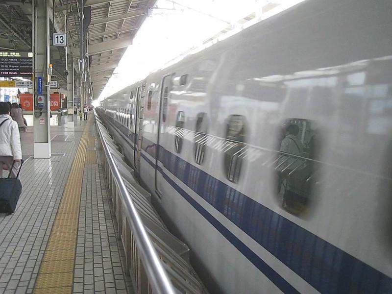 MVI_0088 Shinkansen departs Nagoya, Brian hides
