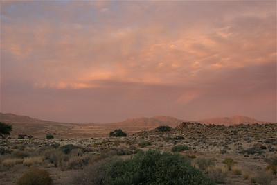 Avondschemer trekt over het Ausgebergte. Klein Aus Vista, Namibië.