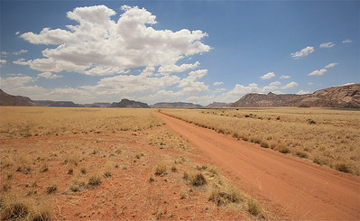 Een zijweggetje van de D707. Op weg naar de Namtib Lodge. Namibië.