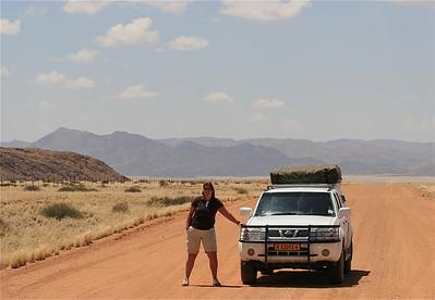 De gravelweg D707 is een van de mooie routes die je in de Namib woestijn kunt rijden. Dit is de route van Aus naar Sesriem. Namibië.
