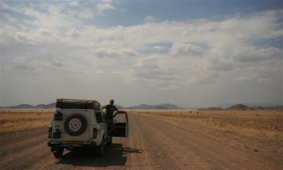 Bijna in Sesriem. On the road, Namibië.