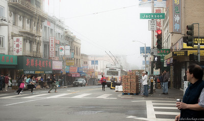 Our adventure started off on a foggy morning in Chinatown San Francisco, in search of dim sum.  I'm pretty sure the bus don't come pretty often cause they are definitely running the red light to catch the bus.