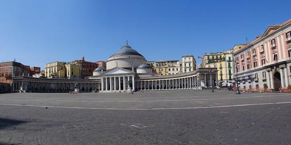 Napels, Piazza Plebiscito