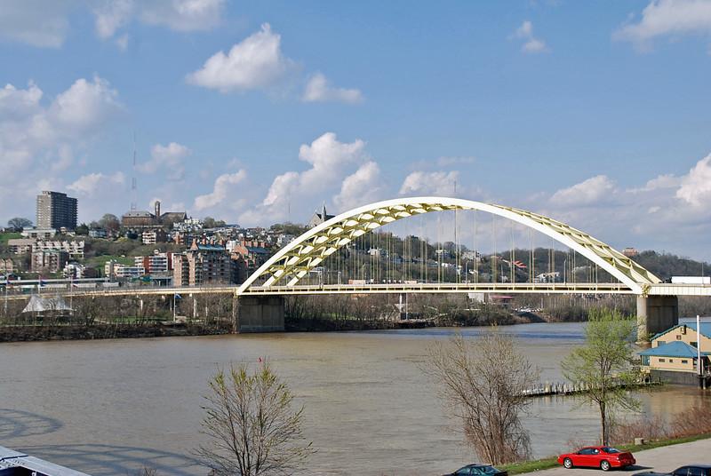 The Dan C. Beard Bridge (US 471) across the Ohio River linking Ohio and Kentucky.