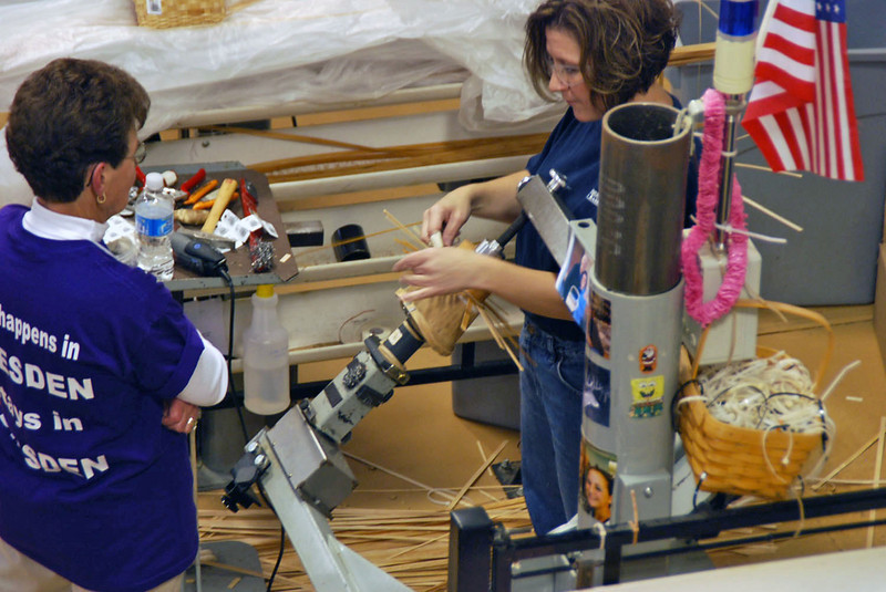 Visitors to the factory can make their own baskets with assistance of the experts.