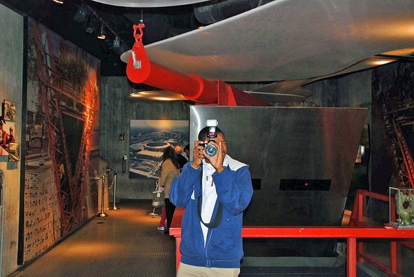 A photo of the souvenir photographer at the Gateway Arch.