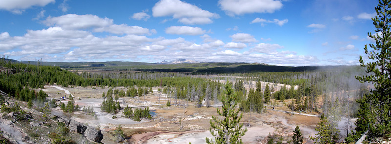 Yellowstone - geyser basin