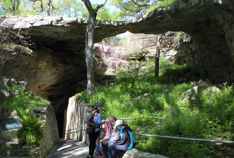 The entry to the caverns, below the natural bridge.