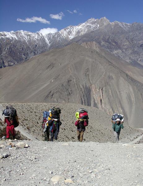 Sherpas. Kalopani - Jharkot. Annapurna Circuit