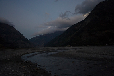 Dusk at Khobang, looking at the Kali Gandaki northwards