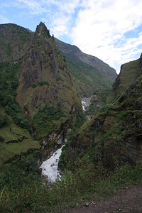 the valley become steep with spikes that are over 1000m higher than we are