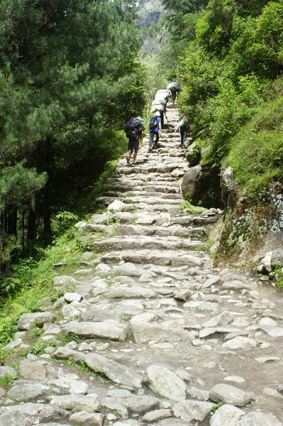 The steep path up towards Namche Bazar